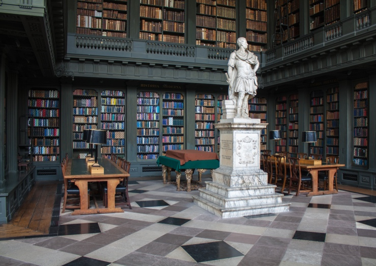 The_Codrington_Library_All_Souls_College_Oxford_3.jpg